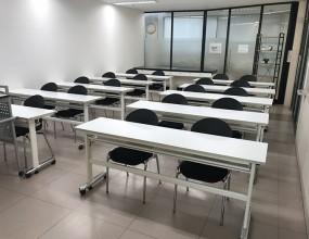 강연 및 기타 교육 개최 등 다양한 용도로 활용 가능한 강의실 공간입니다.